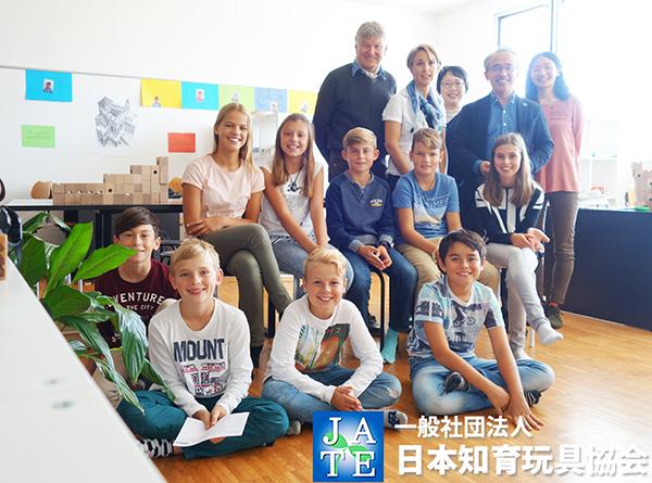 キュボロ_日本知育玩具協会_スイス小学校レクチャー集合写真